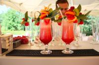 Barman na wesele oraz pyszne koktajle